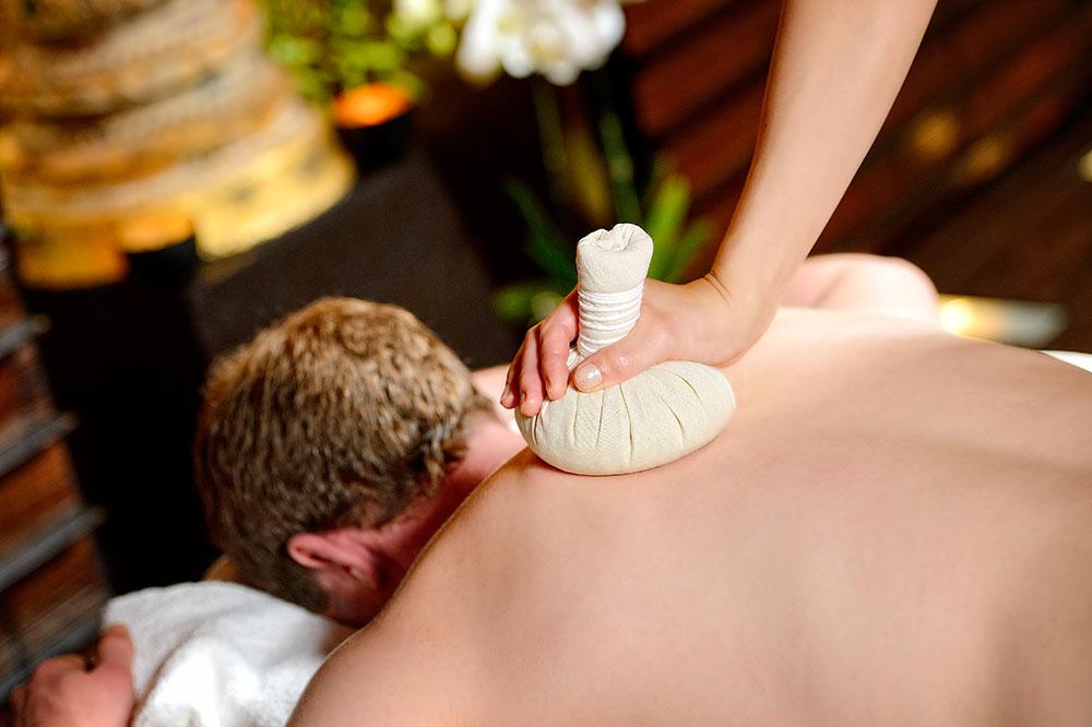 Thai-Herbal-Massage